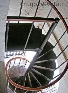 Наклонная башня в Невьянске Витая лестница