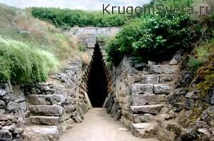 вход в подземные каменоломни-город керчь украина