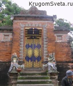 Остров Ломбок Индонезия храм Лингсар