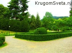 Замок Шенборнов - в саду
