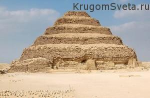 Достопримечательности Египта - ступенчатая пирамида Джосера