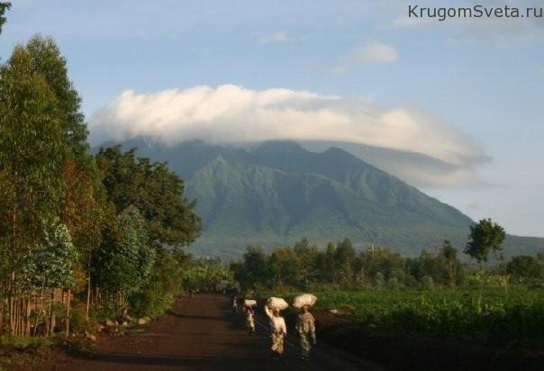 ruanda-zemlya-tyisyachi-holmov