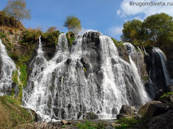 tropicheskiy-vodopad-u-sela-shaki