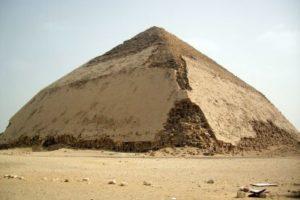 lomanaya-piramida