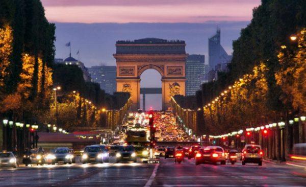 Из-за терактов Париж потерял около двух миллионов туристов