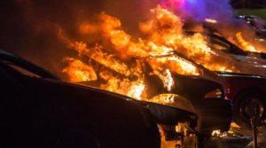 Во Франции в Новый год сожжено или повреждено девять с половиной сотен автомобилей