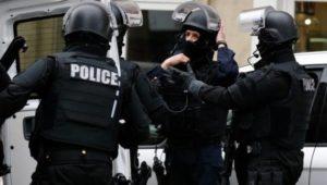 Безопасность французов и туристов на Новый год обеспечивали около 100 000 силовиков