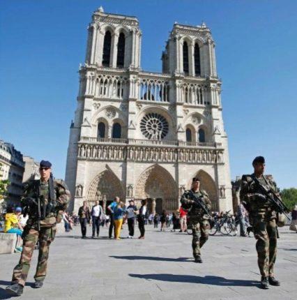 Для охраны туристов в Париже будут созданы спецбригады