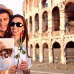В Риме туристкам предлагают взять в аренду парня для селфи