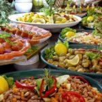 Турецкие отельеры попросят гостей не брать много еды