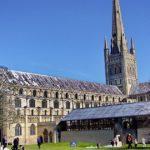 Для туристов собор в Англии установил у алтаря аттракцион