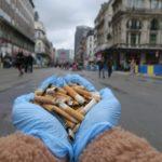 В Брюсселе ввели штраф в 200 евро за брошенный окурок