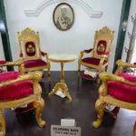Туристка испортила экспонат музея во время селфи