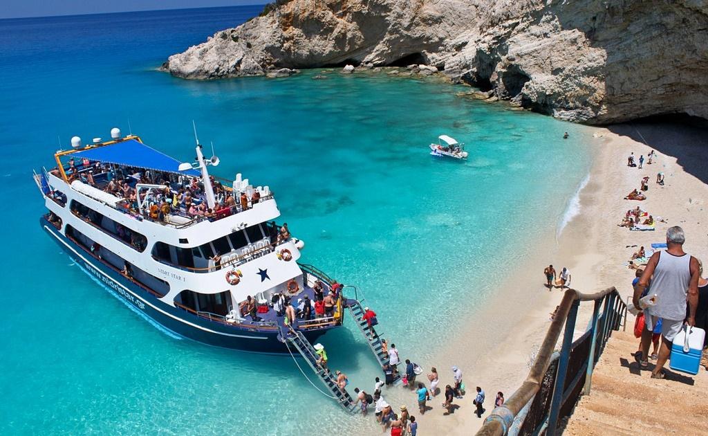 Греция будет принимать туристов из 29 стран