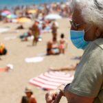 Вирусологи призывают туристов воздержаться от поездок