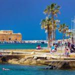 Кипр начинает принимать туристов из 50 стран
