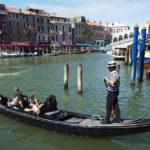 Из-за полных туристов в Венеции снизили вместимость гондол