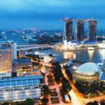 Всех прибывающих в Сингапур обязали носить электронные браслеты